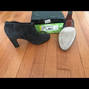 Sam Edelman grey suede booties size 7 1/2.